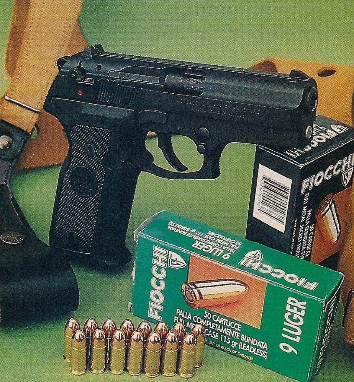 Le Beretta 8000 Cougar F, accompagné des munitions Fiocchi utilisées pour les tests.