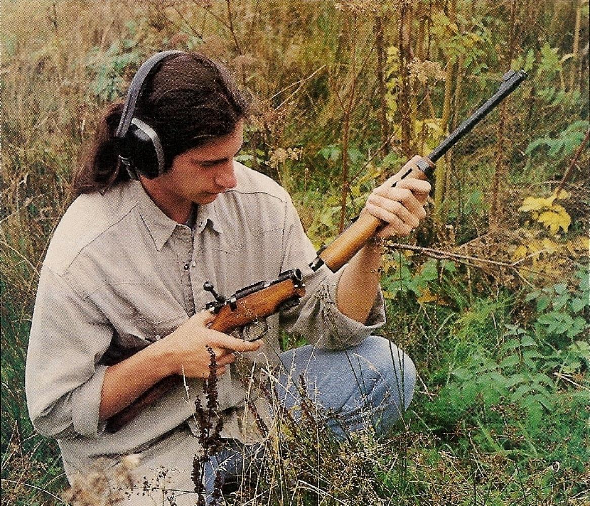 Le remontage de la carabine sur le terrain ne présente pas la moindre difficulté. L'utilisateur apprécie la rapidité et la sûreté de cette opération, l'absence d'éléments séparés garantissant contre tout risque de perte.