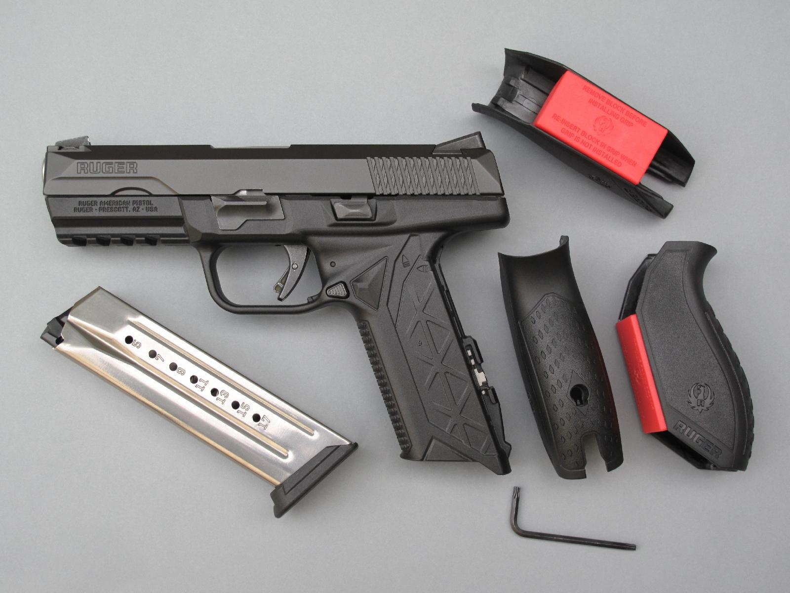 L'ergonomie modulable de la poignée est réalisée au moyen de trois dos interchangeables. Le déverrouillage du dos installé sur l'arme nécessite l'utilisation de la petite clé Torx livrée avec l'arme.