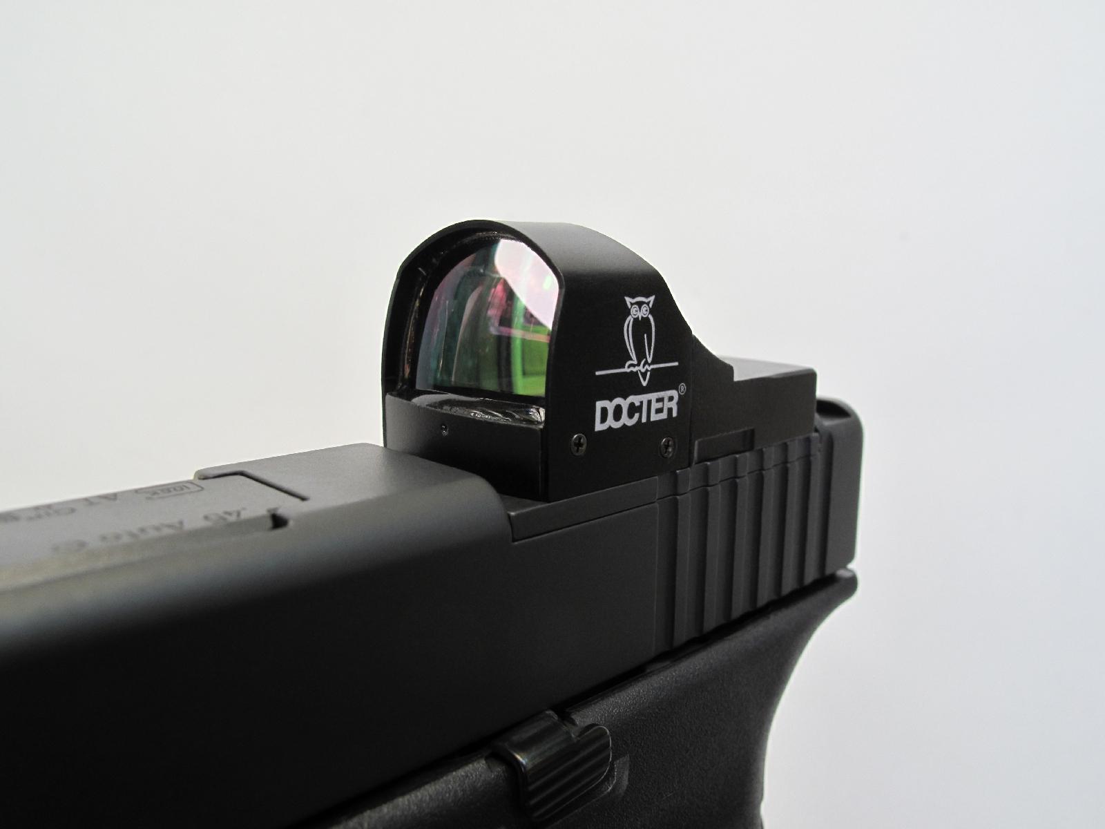 Ce viseur se révèle idéal pour être utilisé sur le pistolet Glock, dont les versions « MOS » (Modular Optic System) sont livrés avec plusieurs platines dont l'une est dédiée aux viseurs Docter Sight II et III, Eotech Mini Red Dot, Insight MRDS et Meopta MeoSight, tous ces modèles partageant les mêmes normes de montage.
