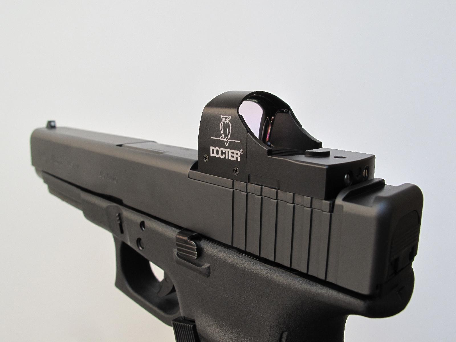 Ce viseur qui ne grossit pas permet très facilement de tirer en gardant les deux yeux ouverts et il sera particulièrement apprécié par les utilisateurs atteints de presbytie du fait que le point rouge se situe sur la même plan focal que la cible.