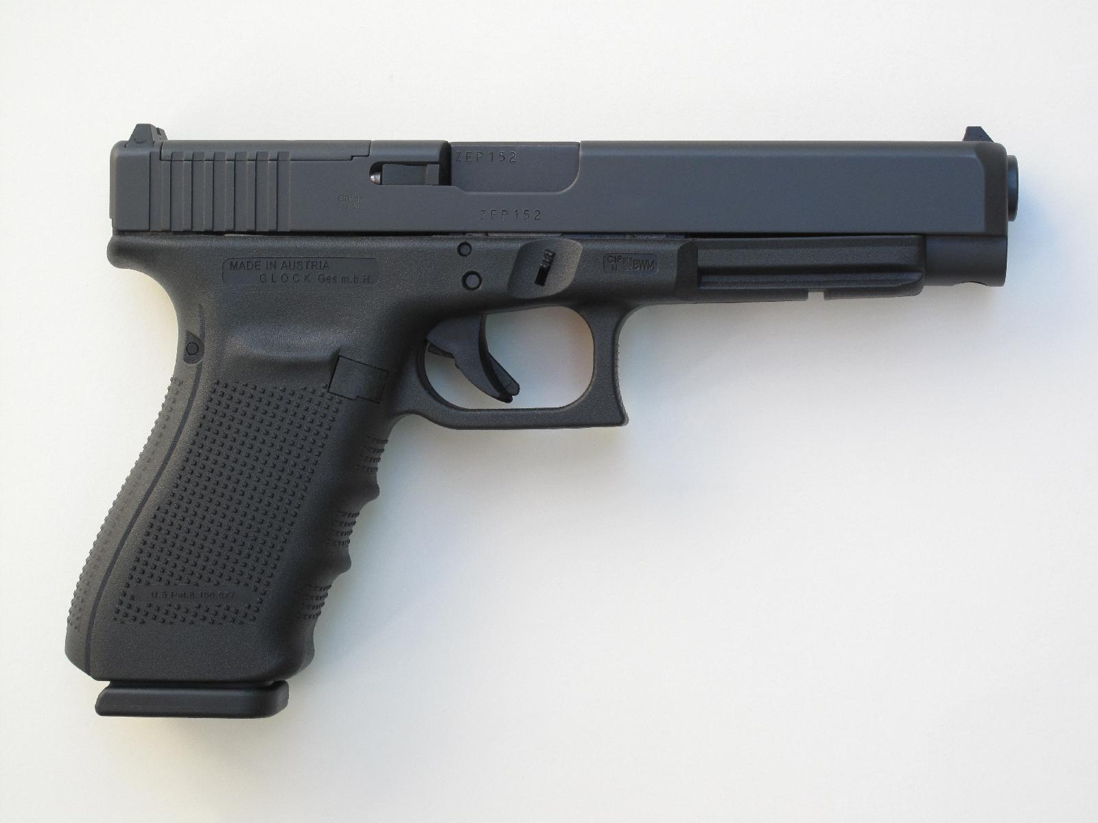 En l'absence de viseur optique, l'arme adopte la silhouette habituelle des pistolets Glock grâce à la plaque de finition qui vient combler le vide laissé par la découpe MOS.