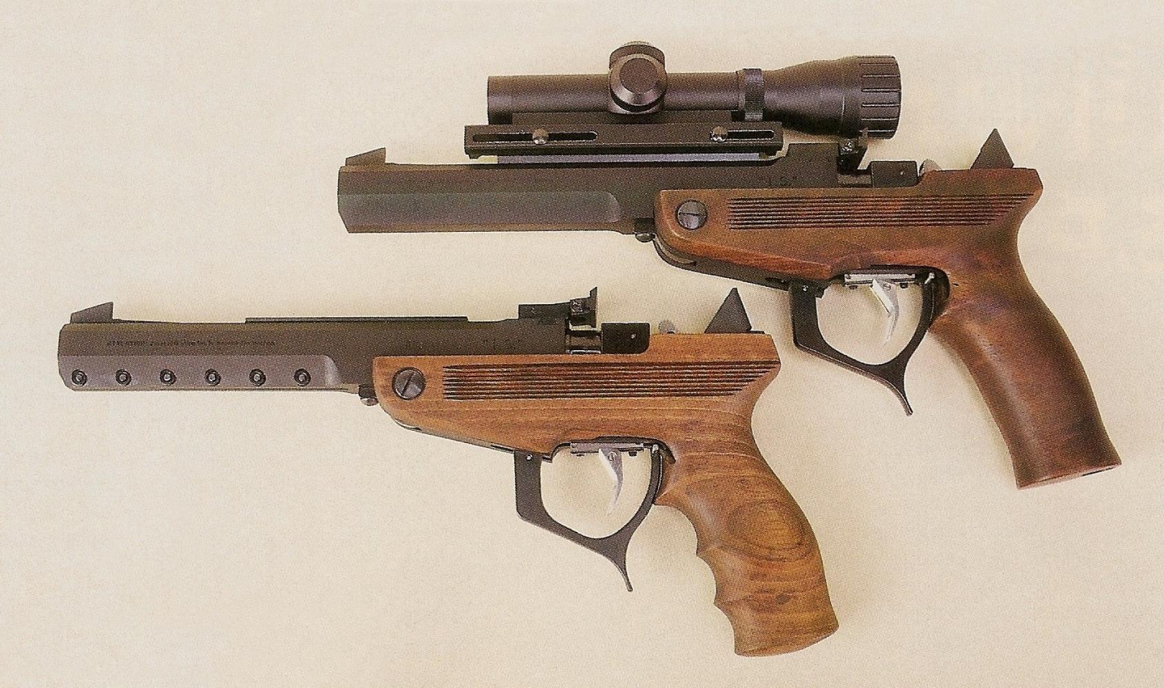 Ce pistolet monocoup destiné au tir sur silhouettes métalliques à longue distance est équipé d'origine d'un rail permettant le montage d'une visée optique.