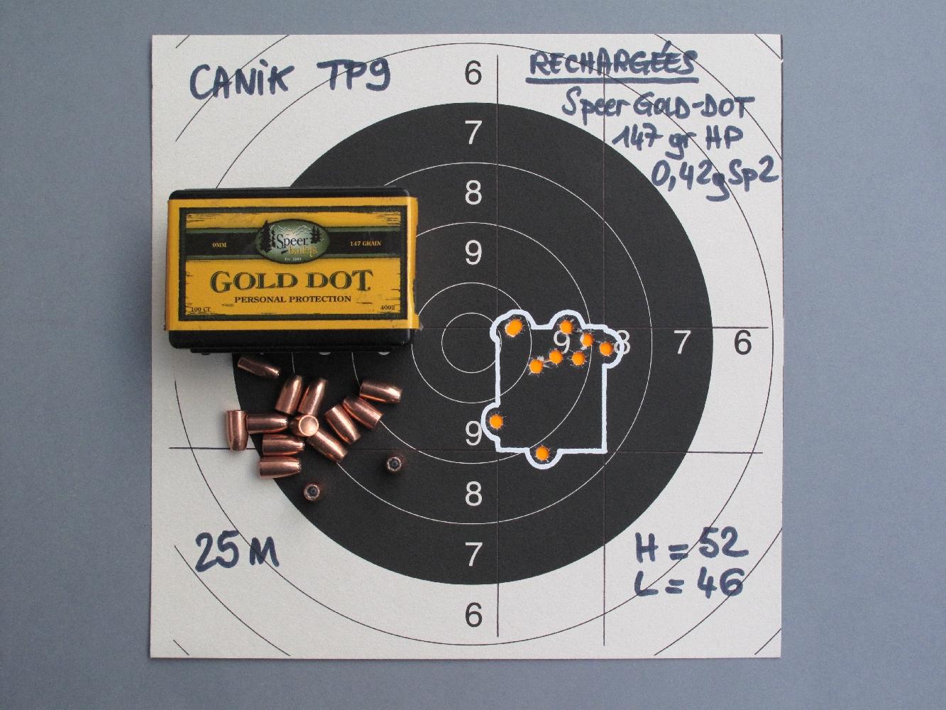 Nous constatons une bonne homogénéité des groupements de dix coups réalisés sur appui à la distance de 25 mètres, certaines munitions rechargées permettant même d'obtenir des résultats remarquables pour un pistolet de combat de dimensions modestes.