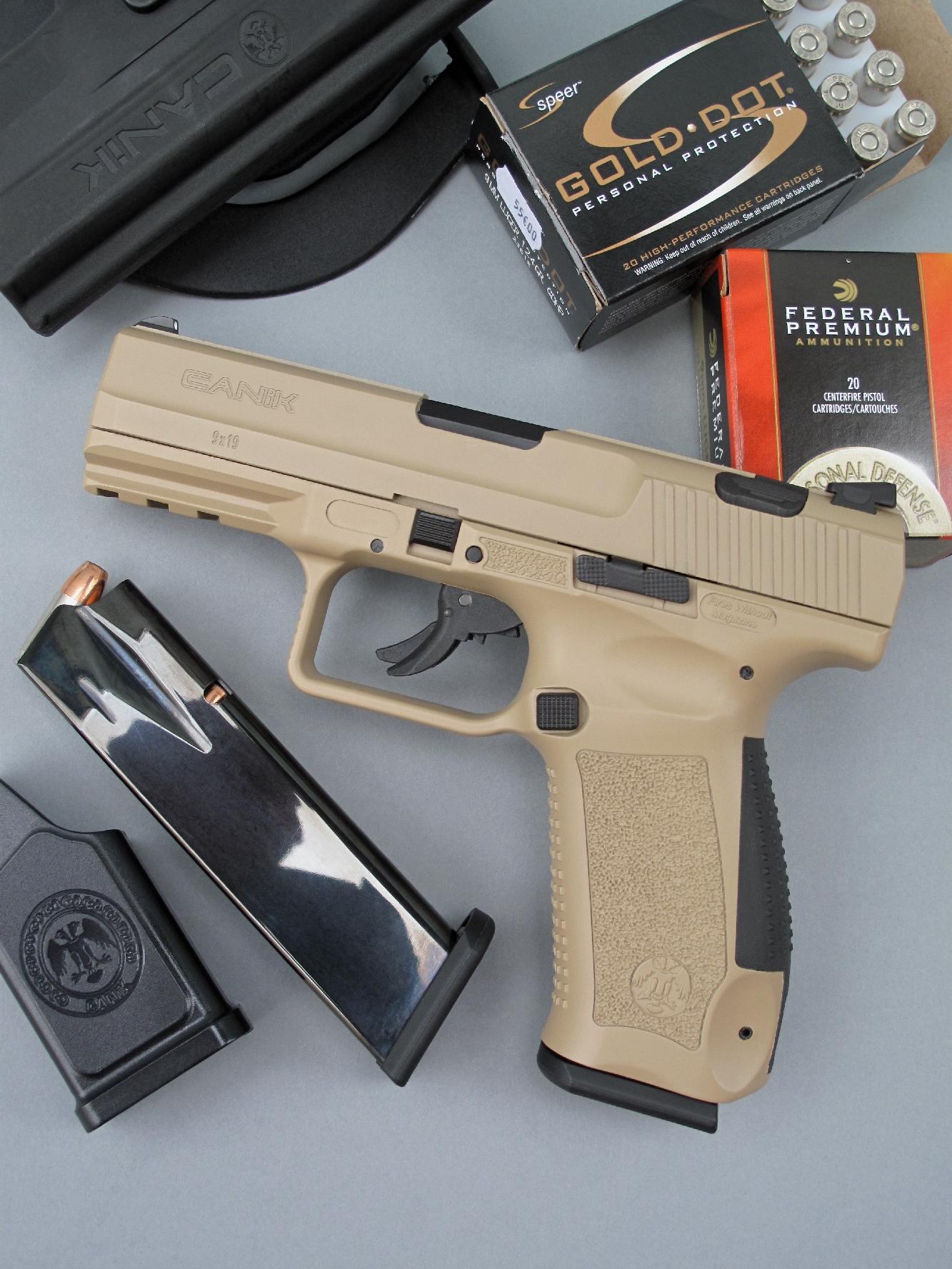 Baptisée « Desert », la version du pistolet TP9 V2 qui nous a été confiée bénéficie d'une originale finition de couleur sable qui, par contraste avec les éléments noirs, lui procure un agréable aspect bicolore.
