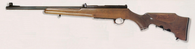 La monture comporte un fût à mi-longueur, une poignée pistolet et une crosse Monté-Carlo qui accueille, dans sa partie basse, deux chargeurs supplémentaires.