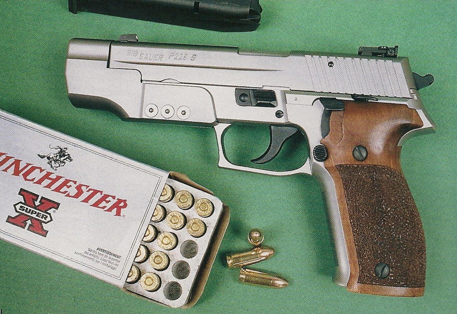 Ce pistolet est trop lourd pour le tir à bras franc, mais il révèle tout le potentiel que lui apporte son contrepoids à l'occasion d'un tir rapide réalisé en Weaver stance.