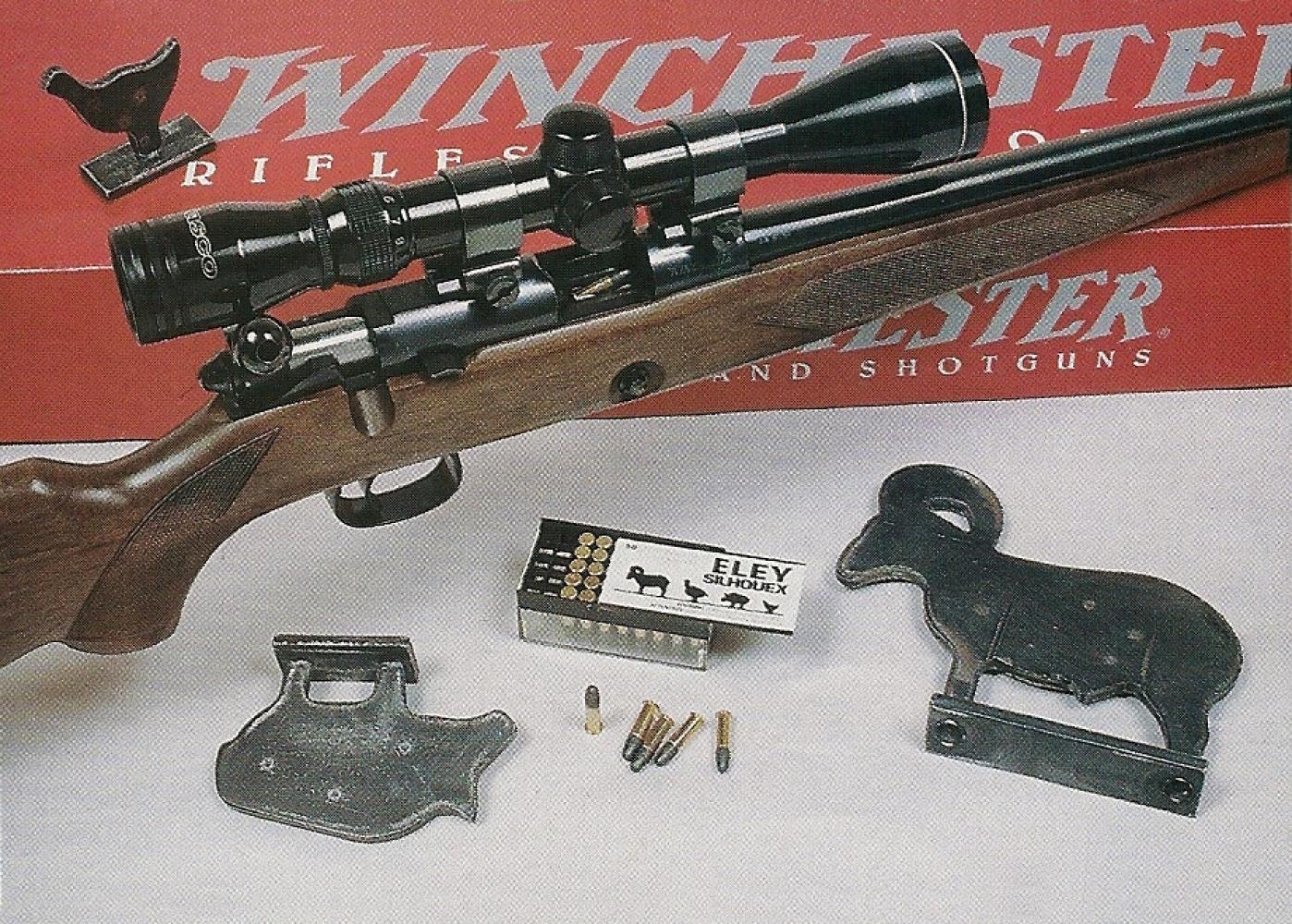 La Winchester 52-B Sporting, entourée des silhouettes métalliques destinées à la catégorie carabine petit calibre. Que ce soit en gros ou en petit calibre, les tirs sur silhouettes métalliques à l'arme d'épaule s'effectuent exclusivement en position debout, avec des carabines munies d'une lunette grossissante.