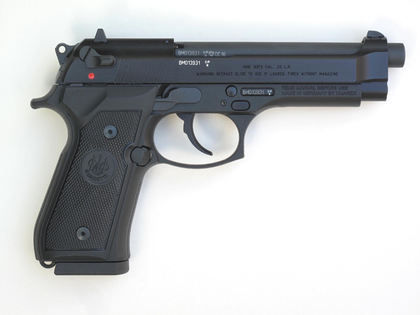 Cette version en petit calibre à percussion annulaire reprend l'aspect extérieur et les dimensions du Beretta 92 FS chambré en calibre 9mm Parabellum.