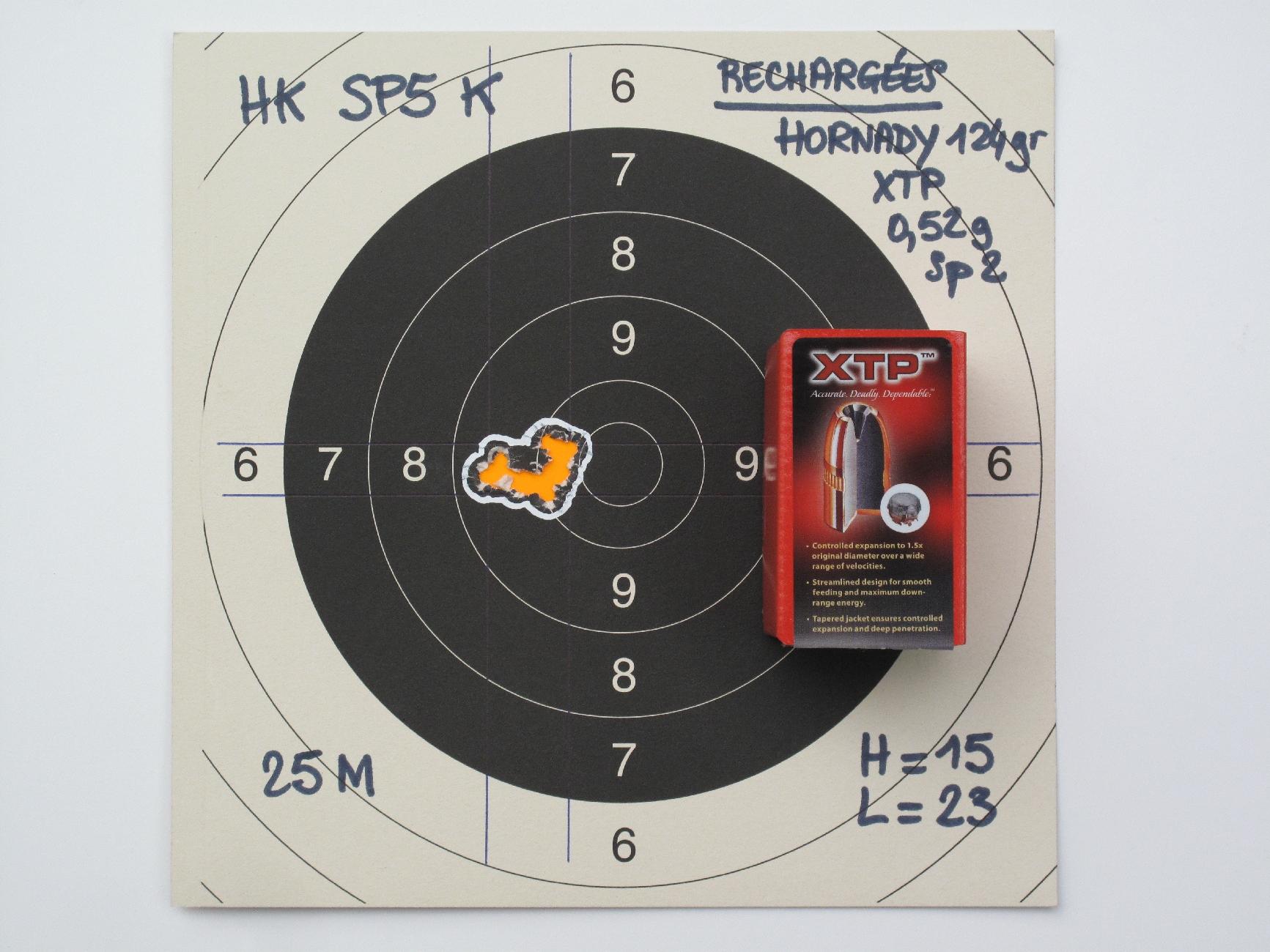 Pour peu que l'on choisisse les munitions qui conviennent particulièrement bien à cette arme, les groupements de dix coups réalisés sur un appui léger à la distance de 25 mètres restent aisément contenus à l'intérieur du 10 de la C50, quand ce n'est pas à l'intérieur de la mouche !