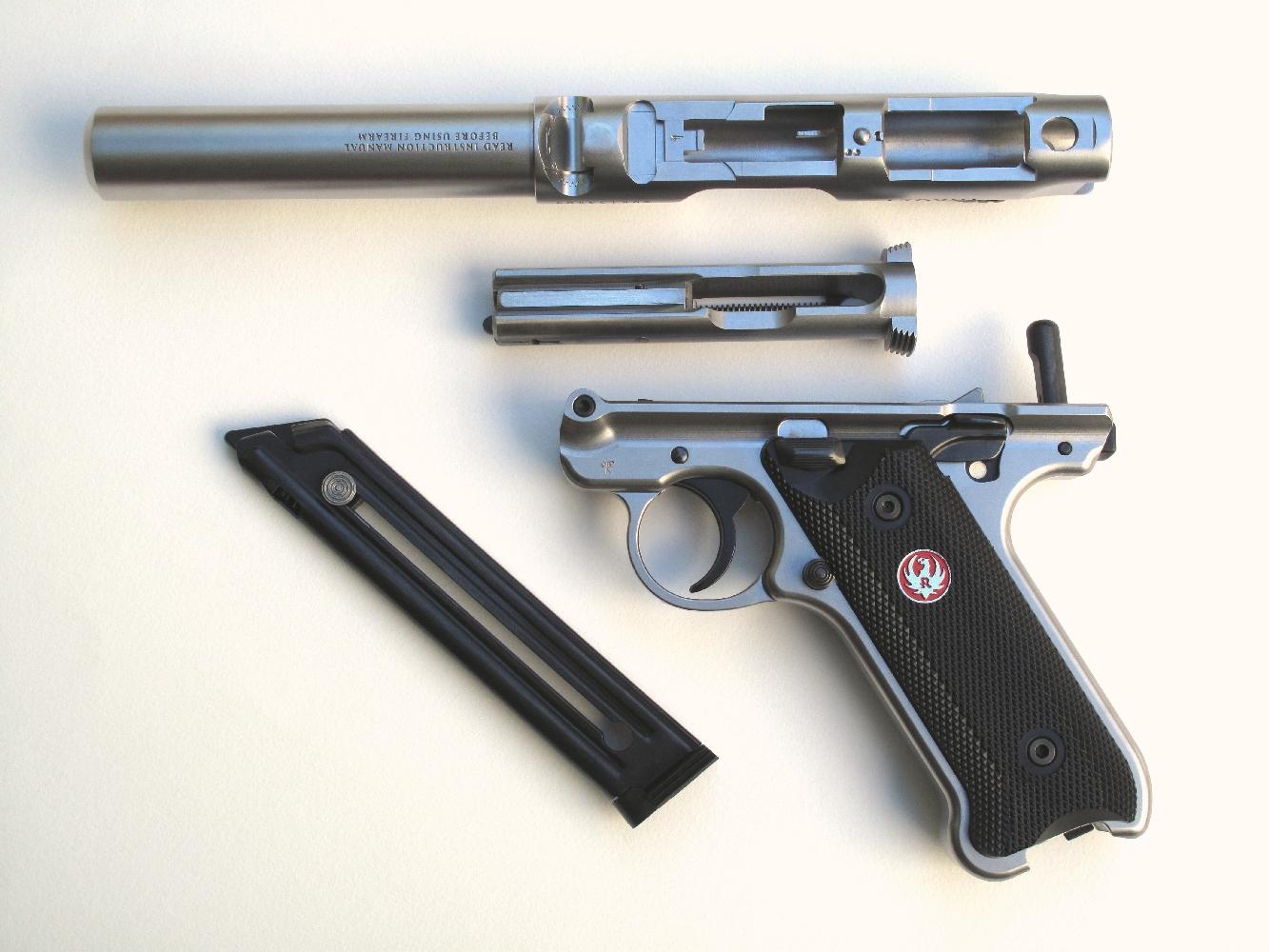 La dépose du canon et de la culasse, qui s'effectue de façon instantanée, autorise désormais l'utilisateur à réaliser un nettoyage rigoureux de son arme chaque fois qu'il le jugera nécessaire.
