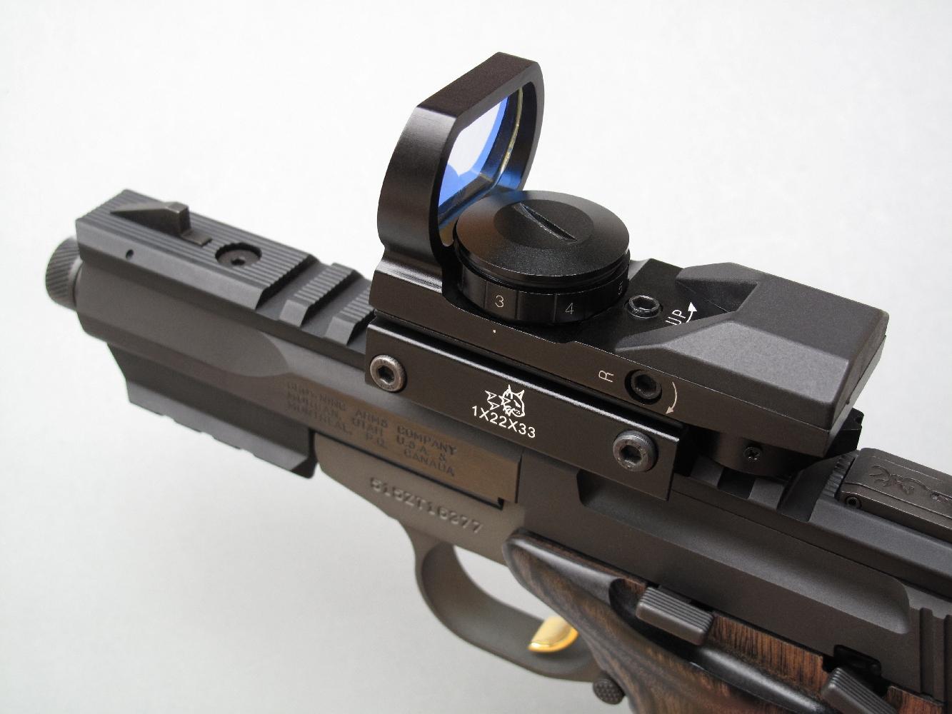 Le rail Picatinny usiné sur la longue ligne de visée de ce pistolet permet d'installer sur l'arme, avec une facilité déconcertante, un viseur reflex à l'image du Lynx 1x22x33 multiréticule que nous avons utilisé pour nos essais.