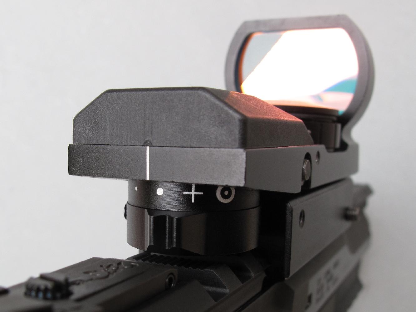 Un sélecteur, directement accessible à l'arrière de l'appareil, permet d'afficher instantanément l'un des quatre réticules lumineux.