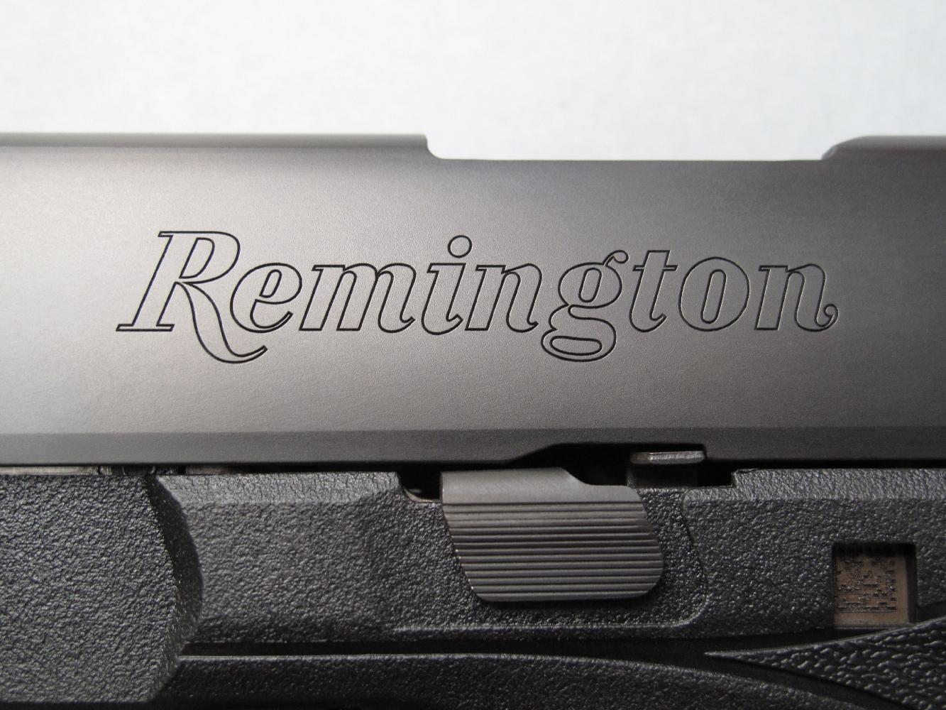 Le nom du célèbre fabricant américain est profondément gravé sur le flanc gauche de la culasse à glissière.