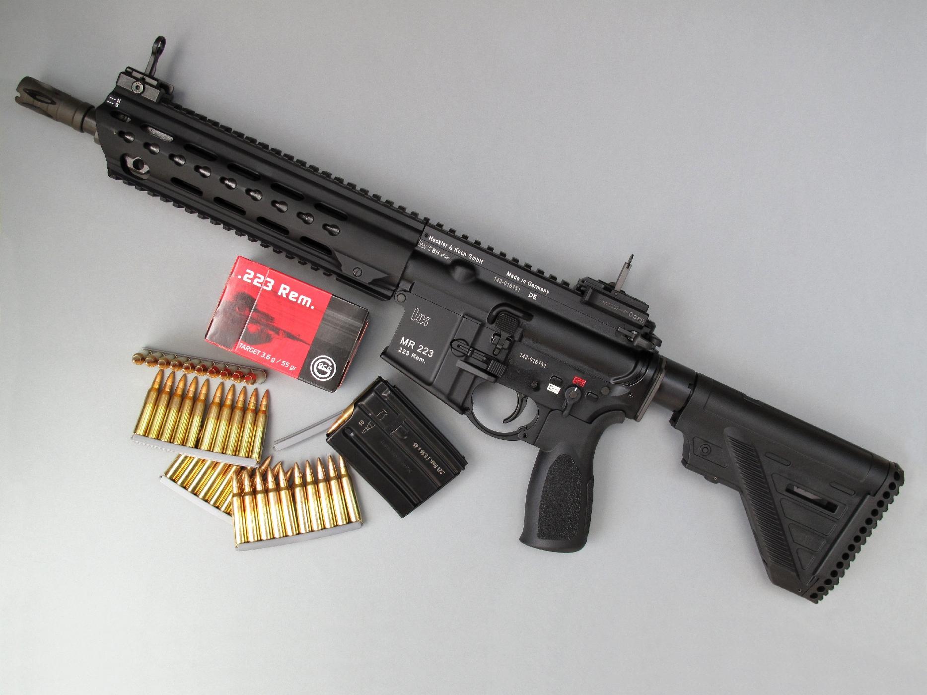 Nous avons testé la carabine MR223 A3 dans sa version la plus compacte, équipée d'un canon court (les longueurs de canon disponibles sont de 11 pouces, 14,5 pouces et 16,5 pouces) et d'un petit chargeur (les capacités disponibles sont de 10, 20 et 30 coups).