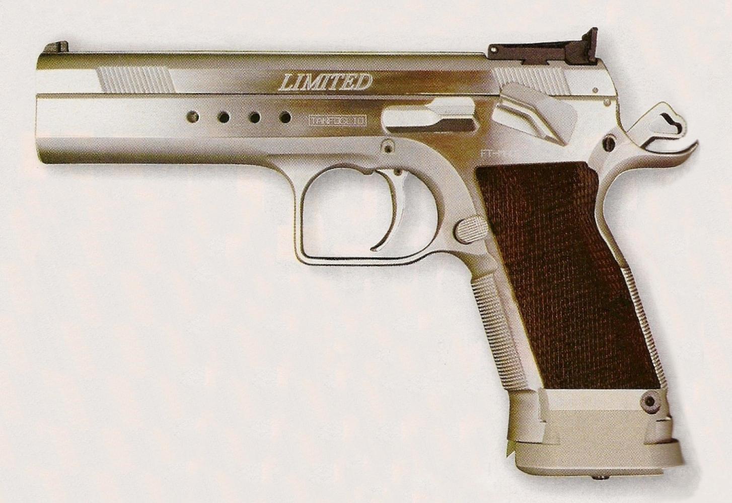 Bien conçu et bénéficiant d'une très bonne prise en mains, le pistolet Tanfoglio offre un usage polyvalent pouvant convenir à toutes les formes de tir.