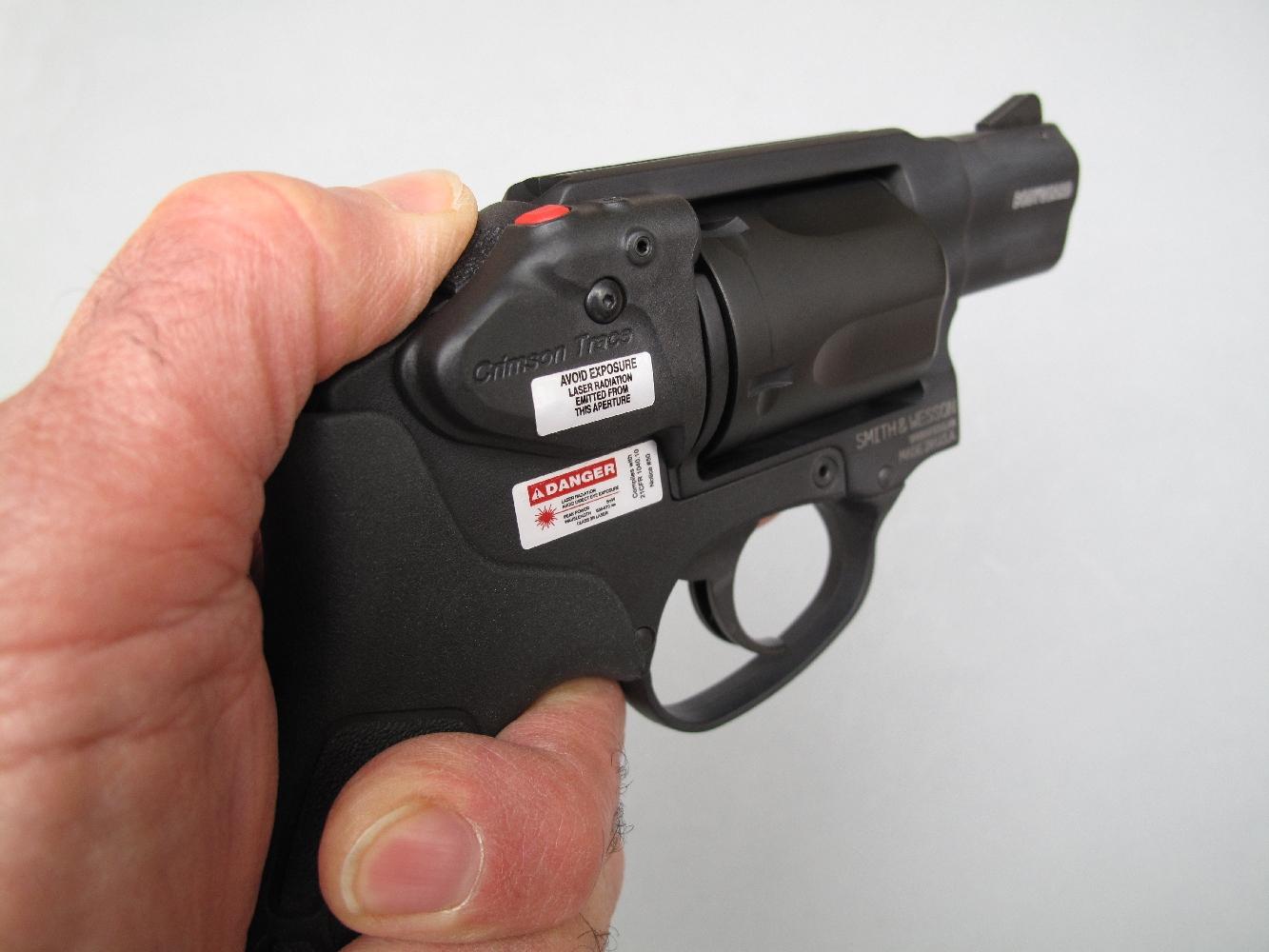 La disposition ambidextre des commandes de ce nouveau revolver de défense intéressera tout particulièrement les utilisateurs gauchers.
