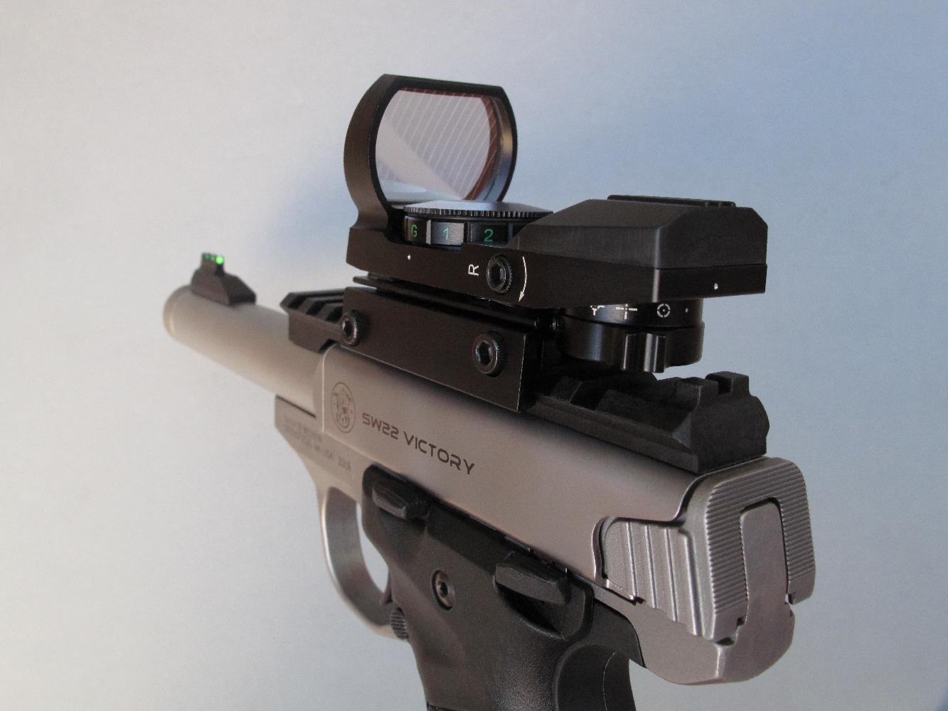 Il est également possible d'équiper ce pistolet d'un viseur reflex, qu'il s'agisse d'un modèle ultracompact ou d'une version plus encombrante mais également plus économique comme c'est le cas ici.