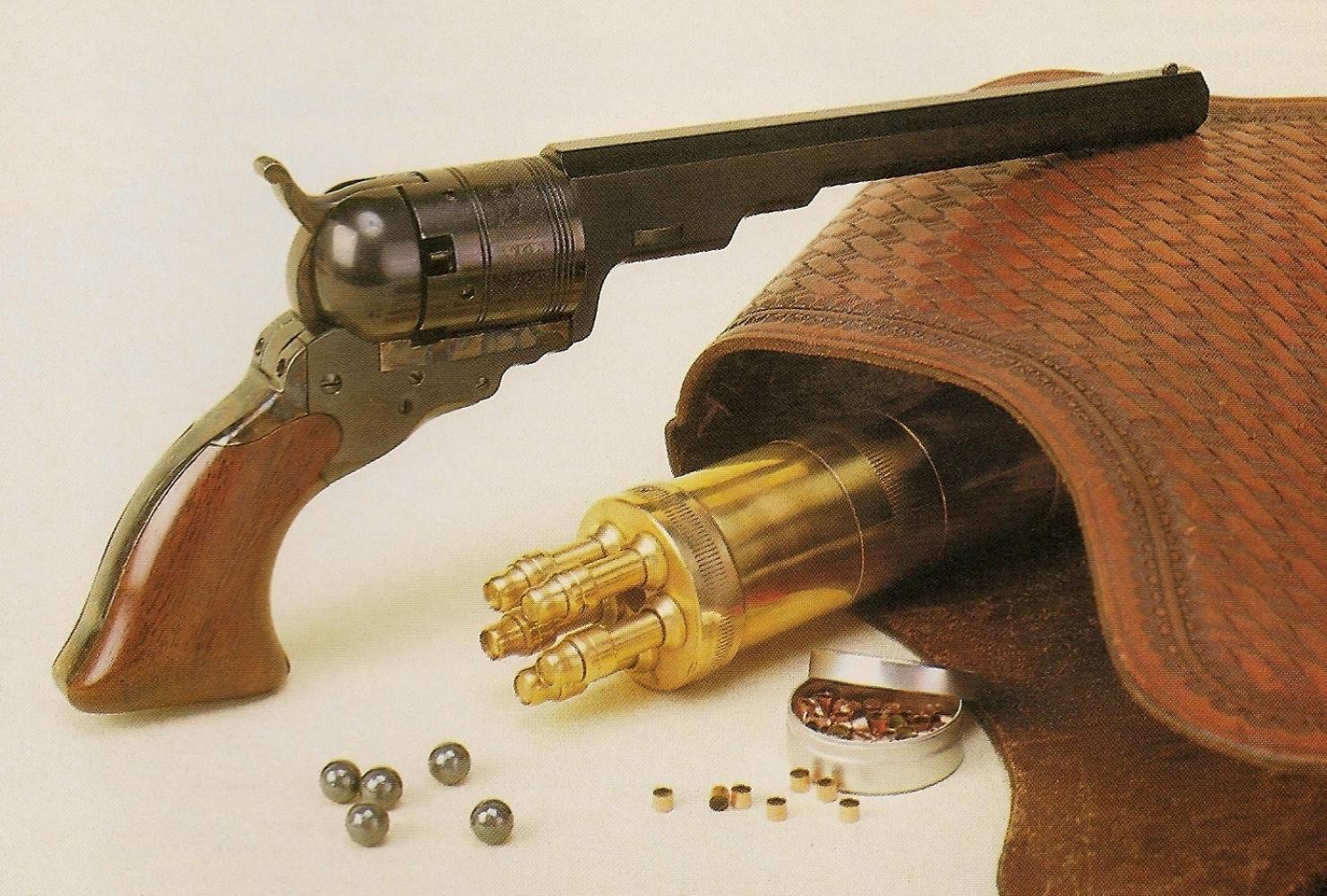 La réplique du Colt Texas Paterson, accompagnée par une copie de la poire à poudre d'époque, à cinq becs, qui lui était destinée.