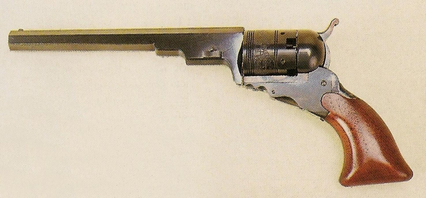 Les dessins des revolvers qui accompagnent les premiers brevets déposés par Samuel Colt nous étonnent par leur silhouette stylisée et futuriste, mais ils présentent déjà les principales caractéristiques mécaniques qui assureront sa célébrité à leur génial inventeur. En l'absence de levier de chargement et de pontet, ce premier revolver présente une allure sobre, élégante et originale tout à fait différente de celle de ses successeurs.