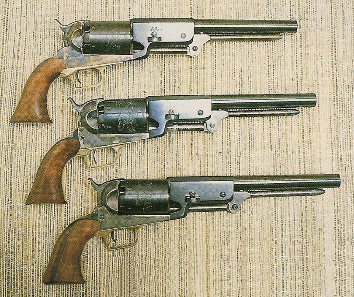 Deux fabricants italiens commercialisent une réplique du Colt Walker, Armi San Marco (en haut) et Aldo Uberti (au milieu), tandis que la maison Colt réédite cette arme légendaire (en bas).