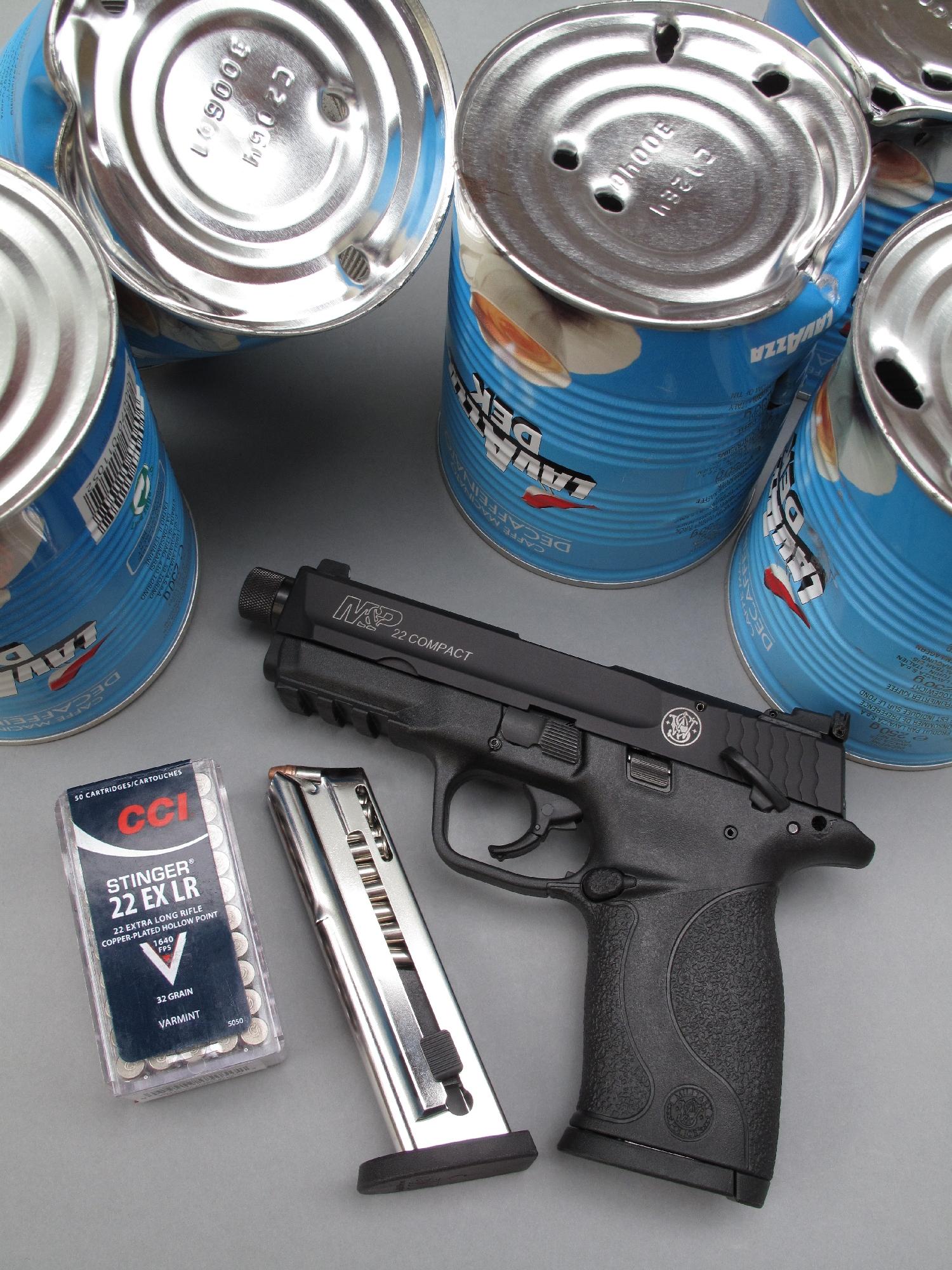 Le S&W M&P 22 Compact est un pistolet semi-automatique de calibre .22 Long Rifle particulièrement bien adapté au tir de loisir de type « Plinking ».