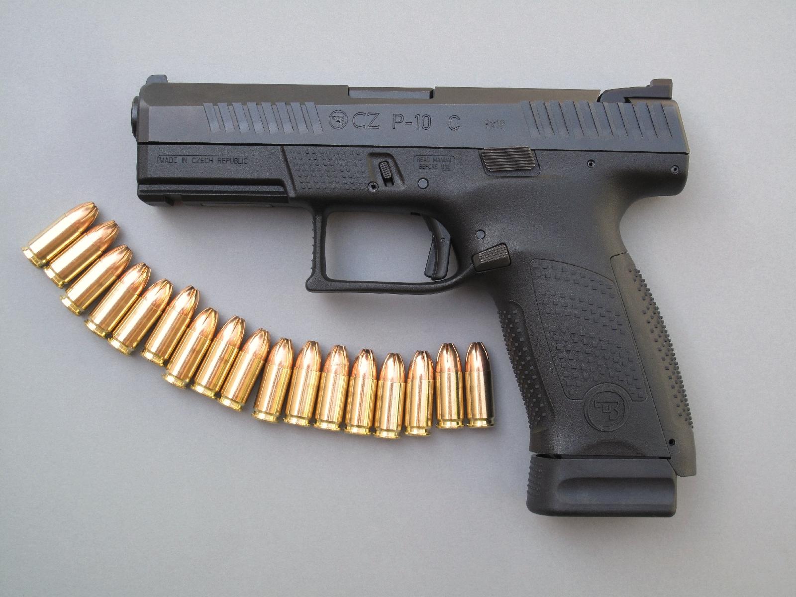 Le talon « +2 », qui assure au chargeur une capacité de 17 coups, permet d'améliorer la prise en main de la poignée à l'intention des utilisateurs dotés d'une forte morphologie.