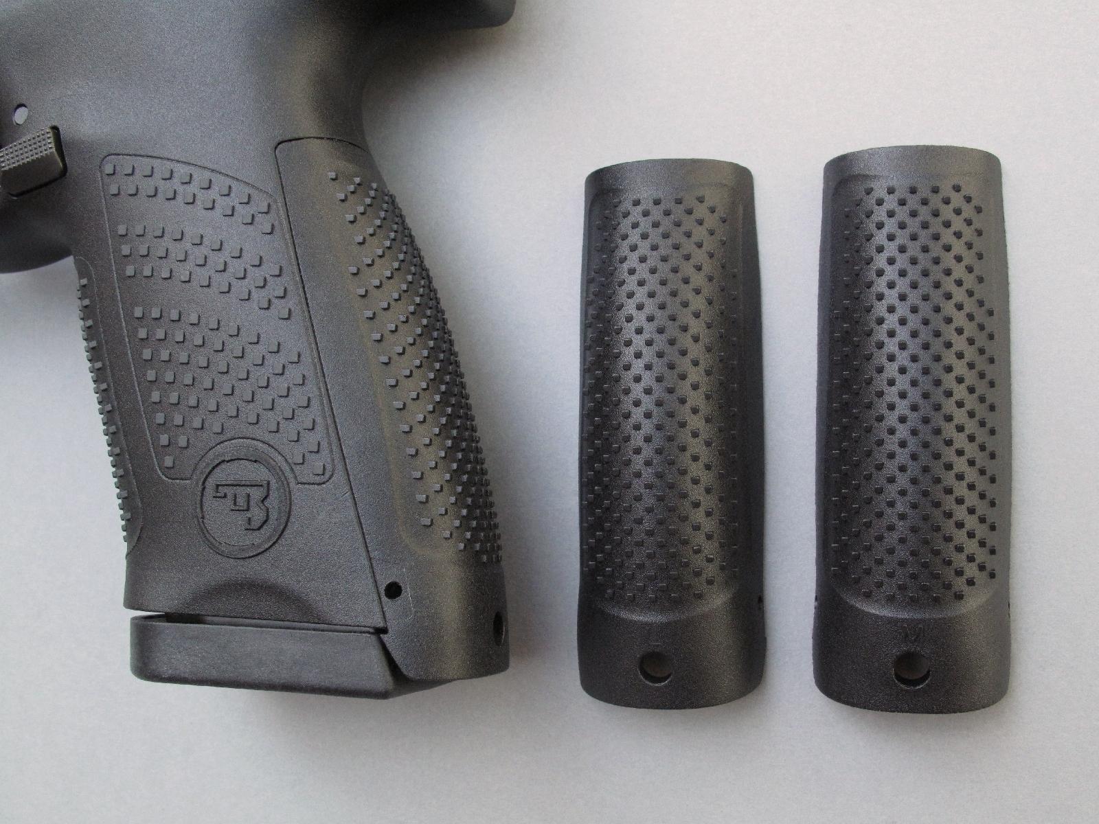 Sa poignée bénéficie d'une ergonomie modulable grâce au jeu de dos interchangeables fournis en trois tailles (Small, Medium et Large) avec chaque pistolet.