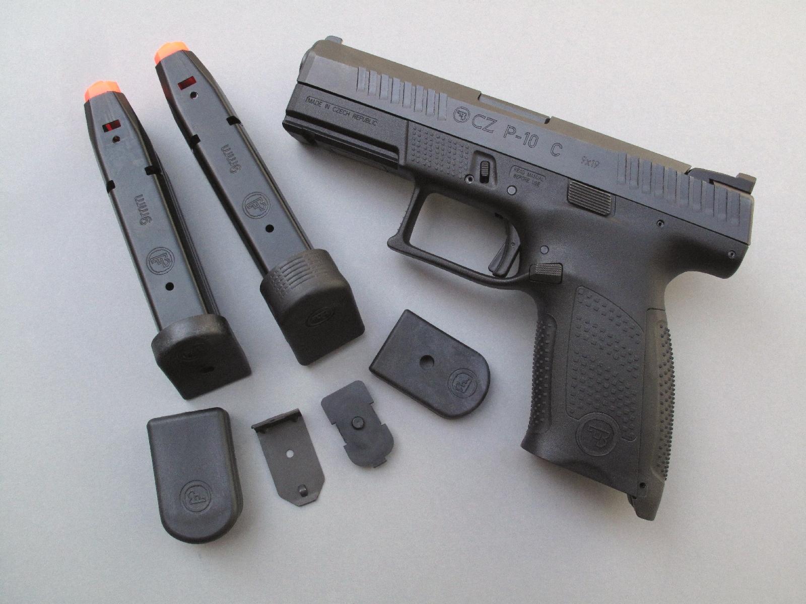 Les deux talons « +2 » qui sont livrés avec l'arme peuvent être utilisés, au gré de chaque utilisateur, pour accroître la capacité des chargeurs et éventuellement améliorer la prise en main de la poignée.