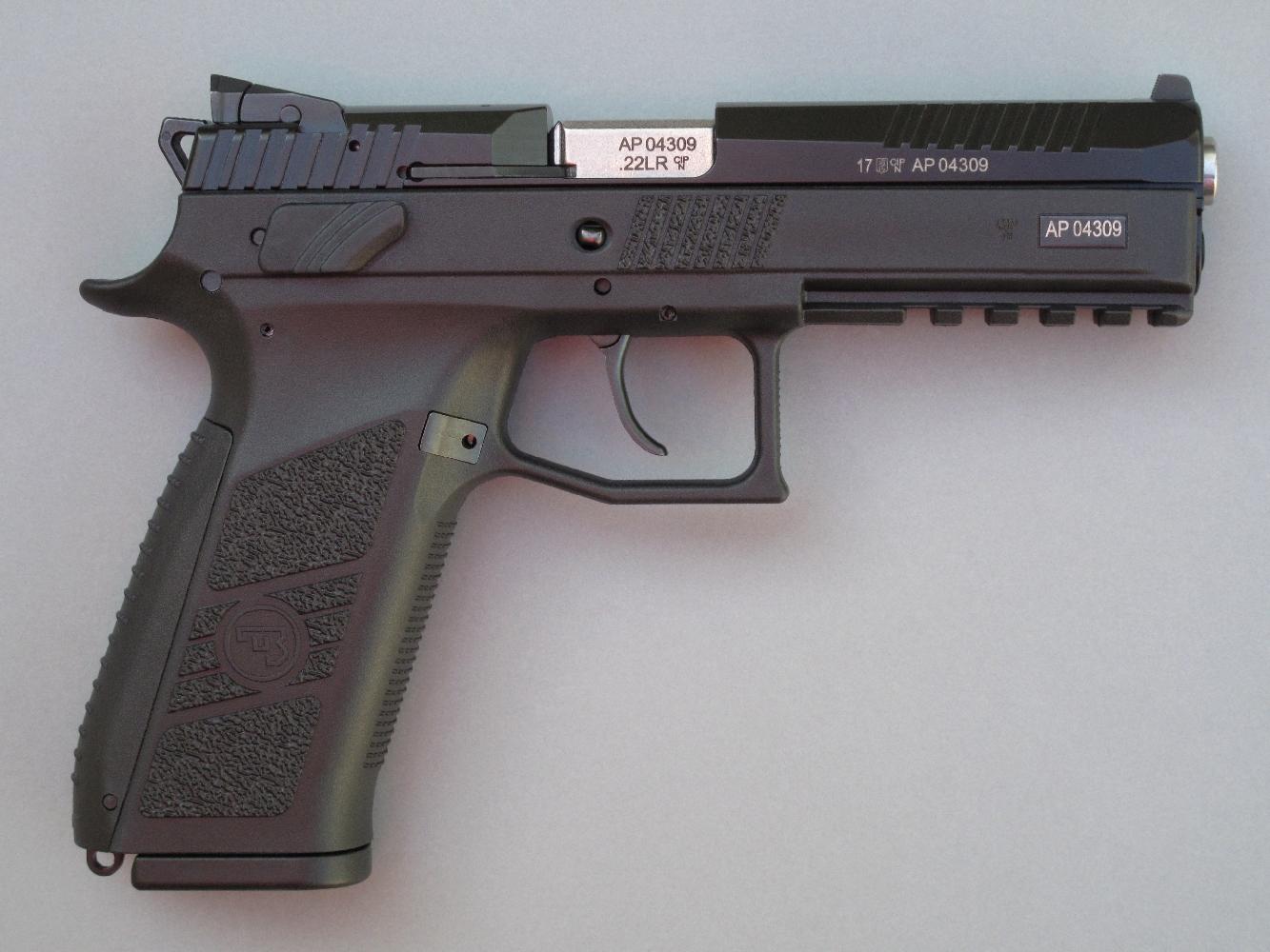 Le CZ P-09 Kadet reprend scrupuleusement l'aspect, les dimensions et les caractéristiques du CZ P-09 de calibre 9 mm Parabellum.
