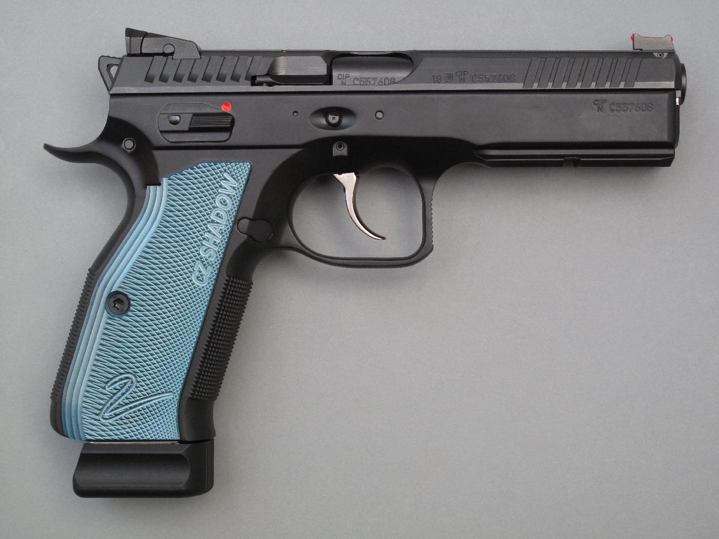 Ces pistolets bénéficient tous deux d'un grand nombre d'améliorations au rang desquelles figurent un guidon à fibre optique, une hausse réglable en site et un départ allégé.