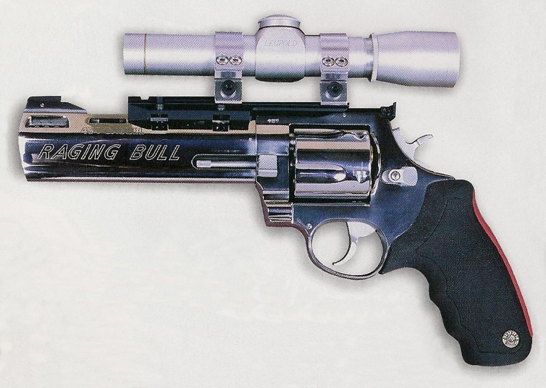 Le Raging Bull est ici équipé d'une lunette Leupold M8 2x20 Silver.