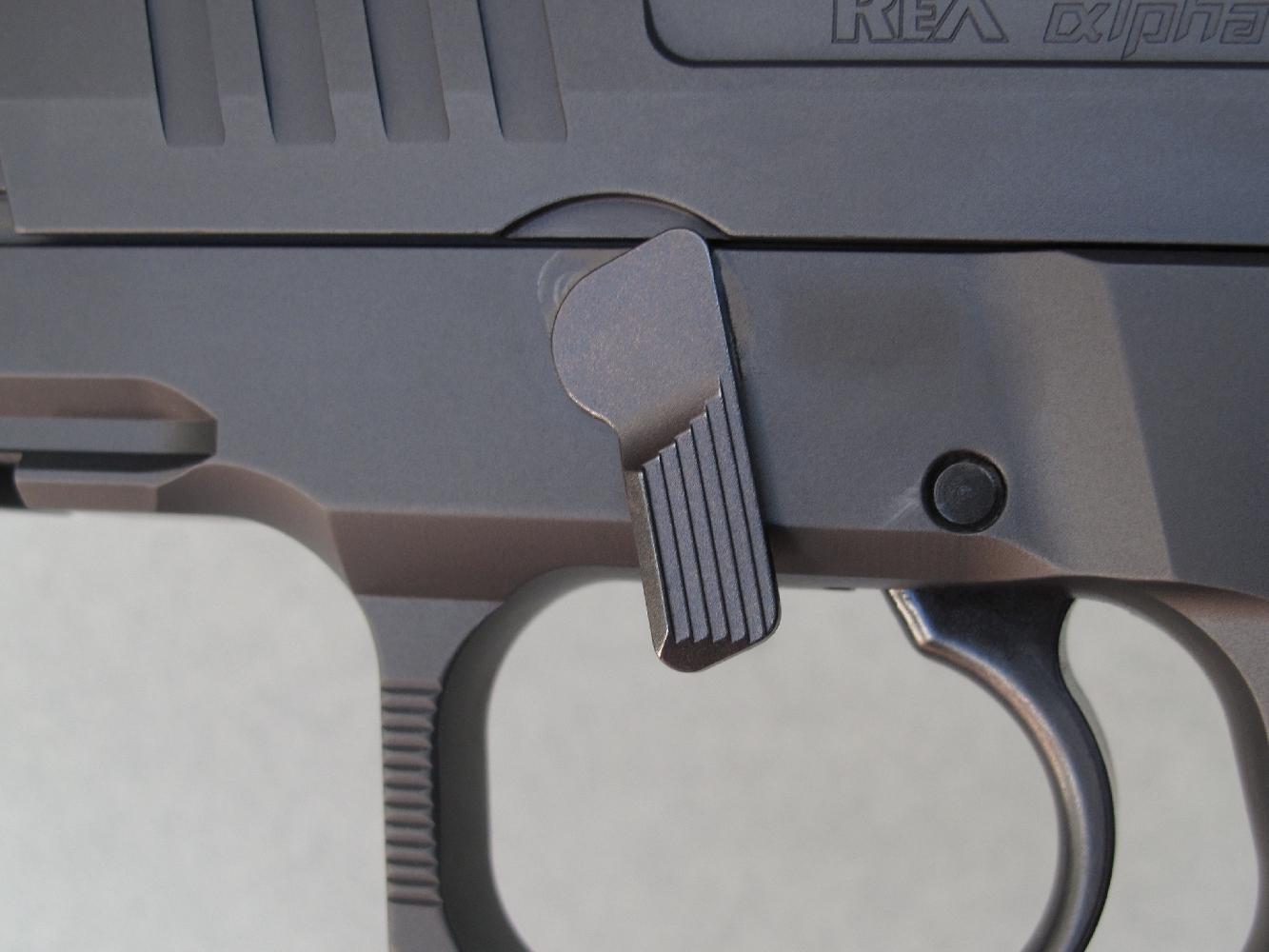 Le démontage de ce pistolet s'effectue instantanément grâce à une clé imperdable qu'il suffit d'abaisser.