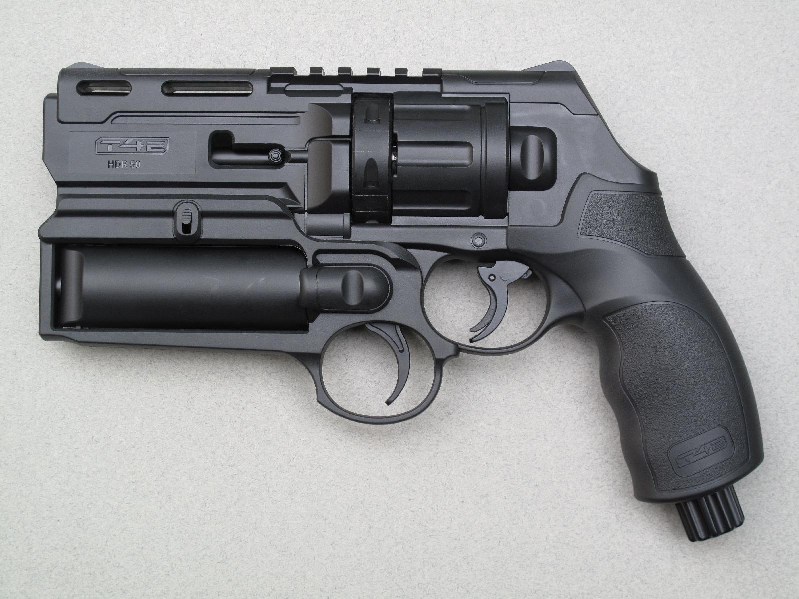 Le revolver de défense Umarex HDR 50, équipé du tube lanceur lacrymogène qui se fixe sous le canon au moyen du rail Picatinny.