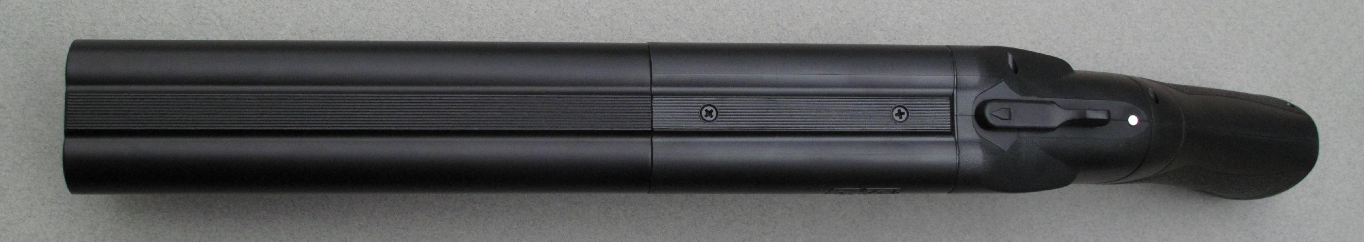 La largeur que lui confèrent ses deux canons juxtaposés procure à la main faible une prise sûre et confortable.