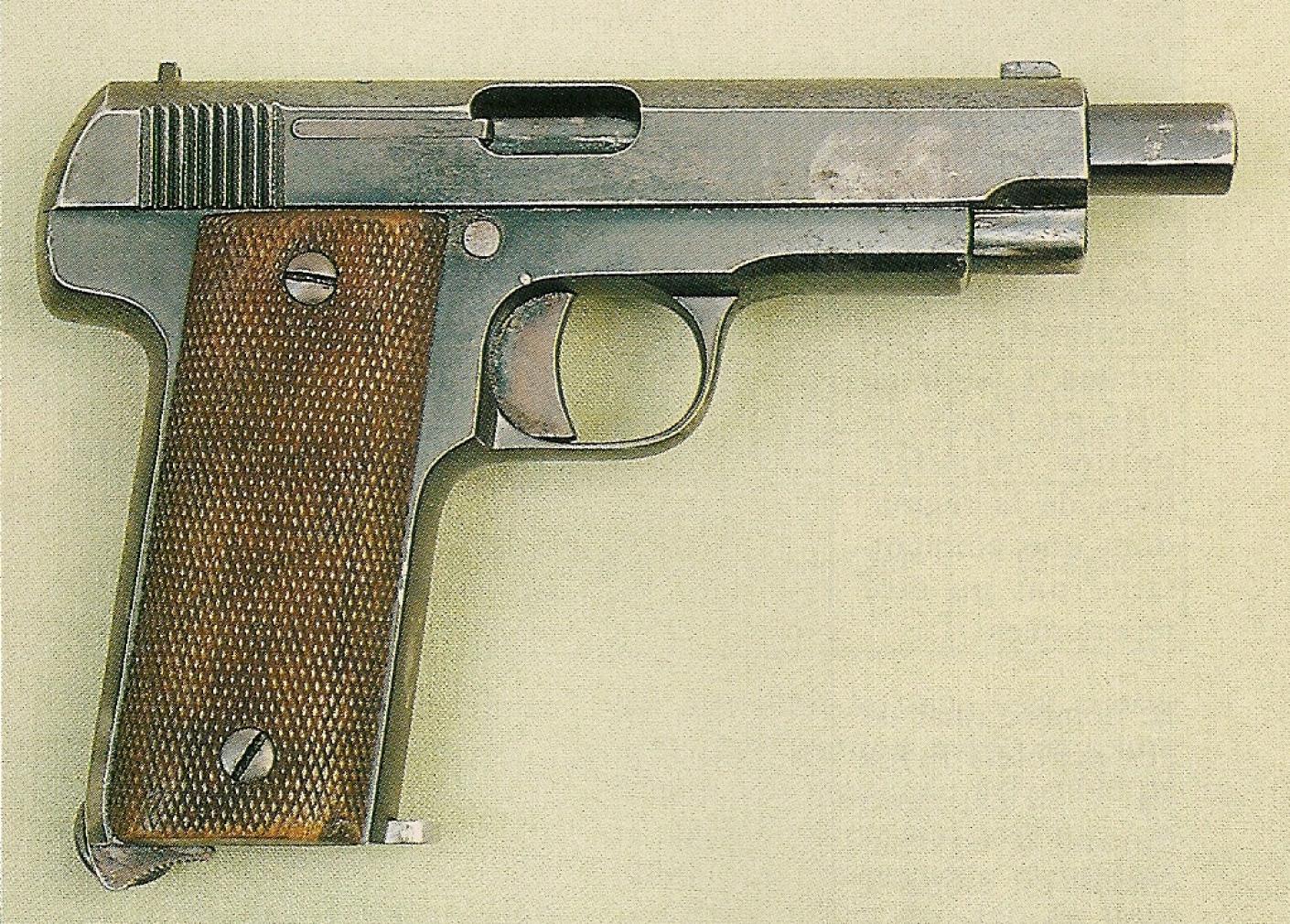 Aujourd'hui encore, la silhouette sobre et martiale du pistolet semi-automatique fabriqué par Gaspar Arizaga n'est pas déplaisante, ni véritablement démodée.