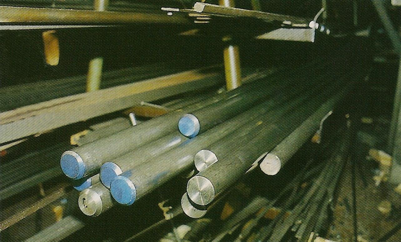 Ces barres d'acier de différents diamètres constituent la matière première avec laquelle l'usine Uberti confectionne les barillets et les canons.