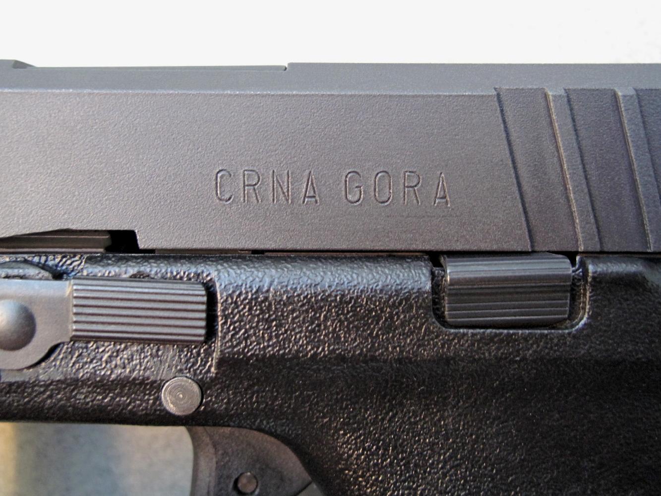 L'indication « CRNA GORA » désigne, dans la langue du pays, le Monténégro.