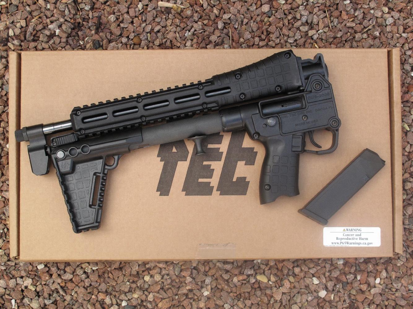 La carabine Kel-Tec présente l'avantage considérable de pouvoir être instantanément repliée pour offrir un encombrement extrêmement réduit.
