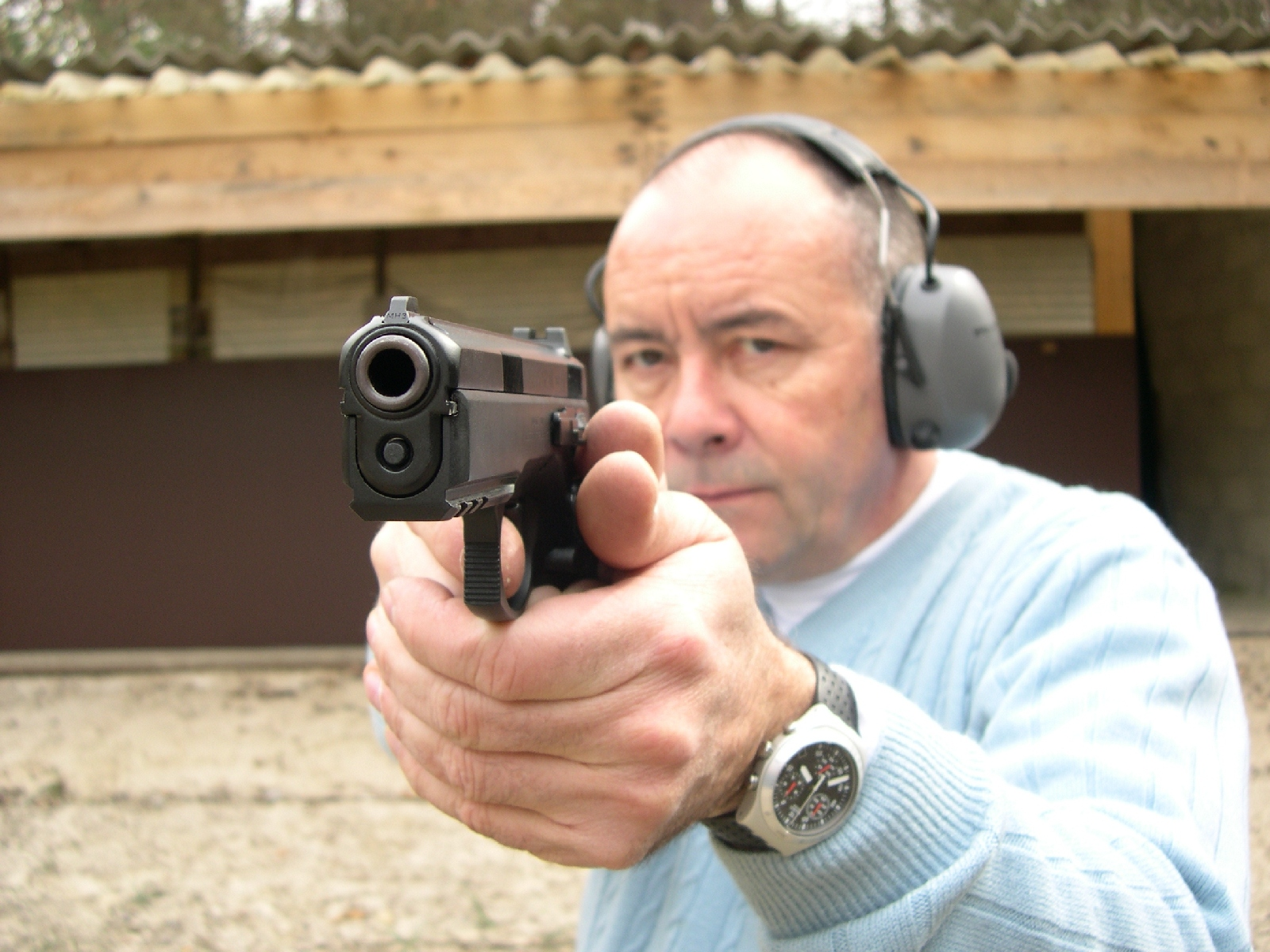 Pistolet CZ 75 modèle SP-01 en calibre 9 mm Parabellum lors de notre banc d'essai réalisé en 2006.