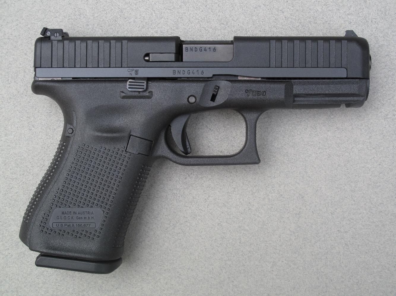 Le G44 présente une silhouette et des dimensions identiques à celles du G19, avec lequel il partage les accessoires et les holsters.