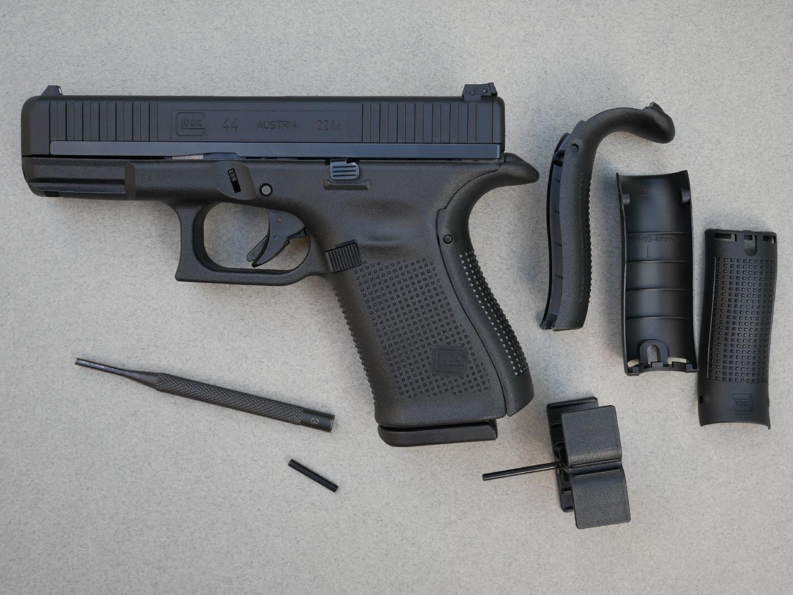 La poignée peut être adaptée à la morphologie de l'utilisateur grâce au dos additionnels livrés avec l'arme. En l'absence de dos, la poignée est en configuration « S » (Small).