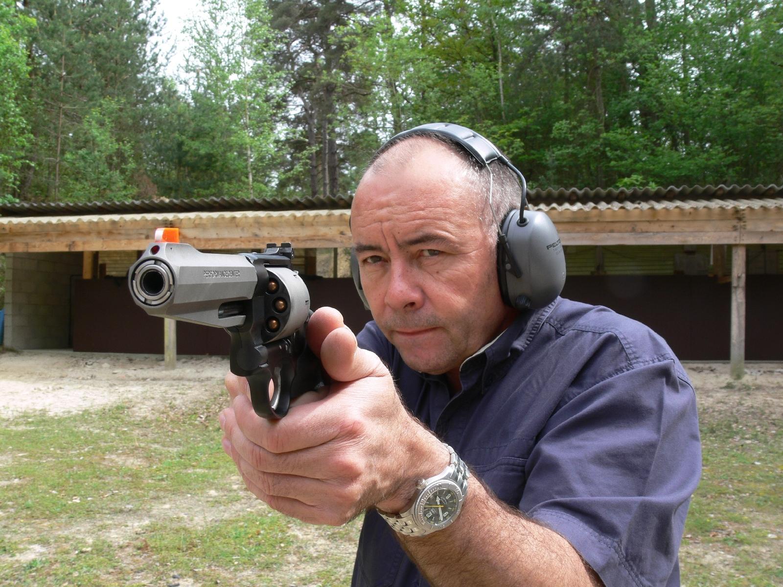 Revolver Smith & Wesson modèle 327 Airlite SC Target en calibre .357 Magnum, lors de notre banc d'essai réalisé en 2008.