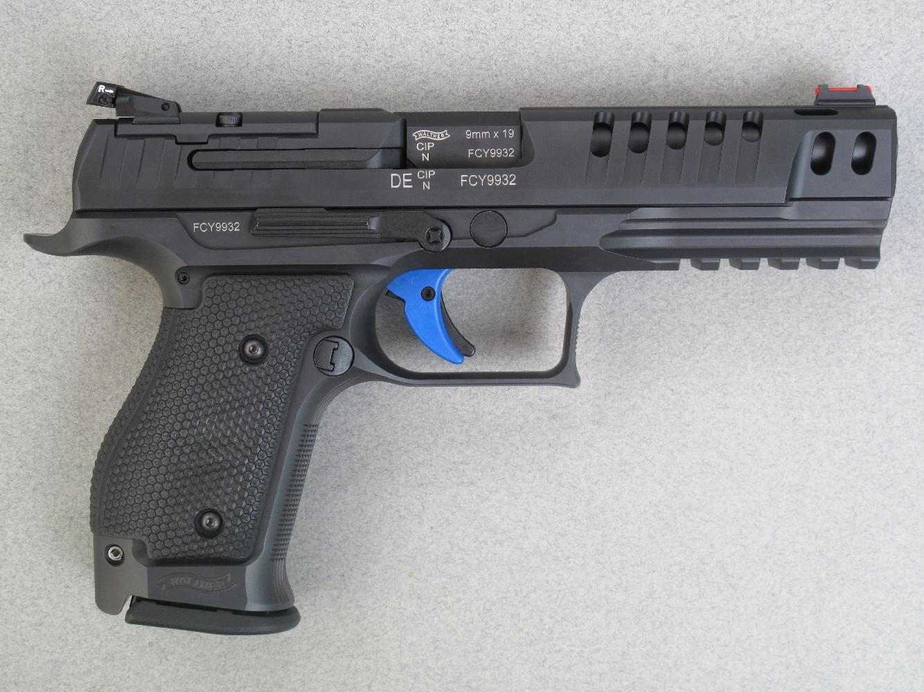 On retrouve sur cette arme toutes les spécificités du Q5 Match : canon de cinq pouces ; culasse allégée par de larges évents ; guidon intégrant une fibre optique de couleur rouge ; hausse réglable de marque LPA et détente Match de couleur bleue.