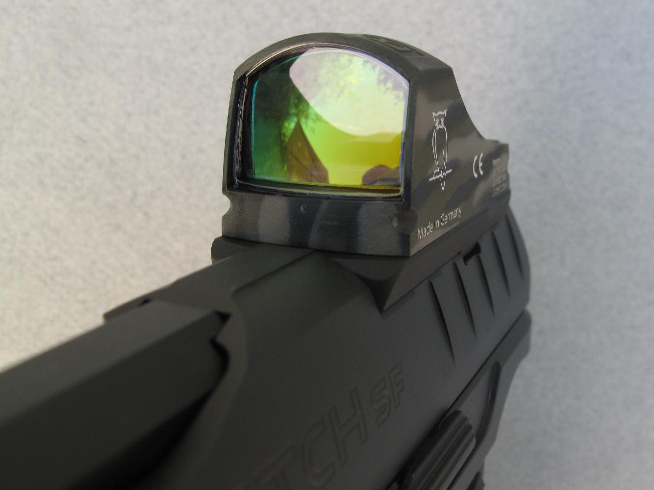 Nous avions initialement équipé notre arme de test d'un micro-viseur à point rouge Docter Sight III qui a déclaré forfait après quelques dizaines de coups. Nous avons appris par la suite que seuls les viseurs Docter portant le marquage « IPSC » ou « MOS » étaient conçus pour résister aux chocs des culasses à glissière...
