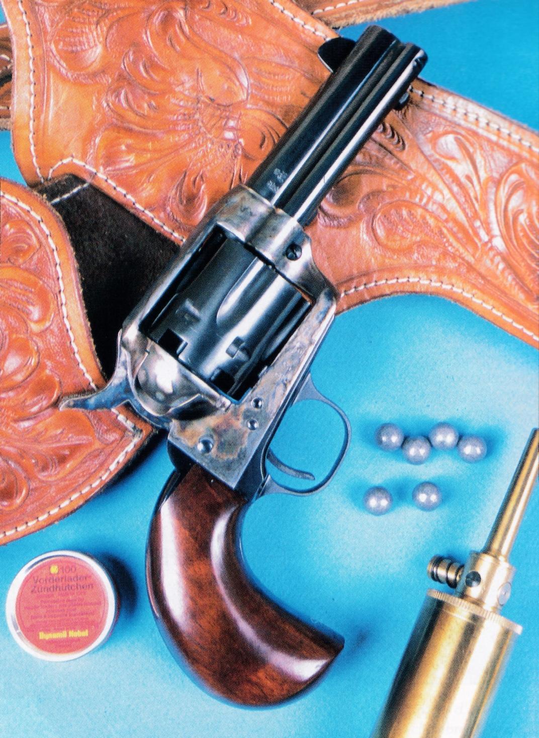 La réplique du Colt Bird's Head est accompagnée d'un superbe ensemble holster et ceinturon, en cuir ciselé et repoussé, de fabrication mexicaine.