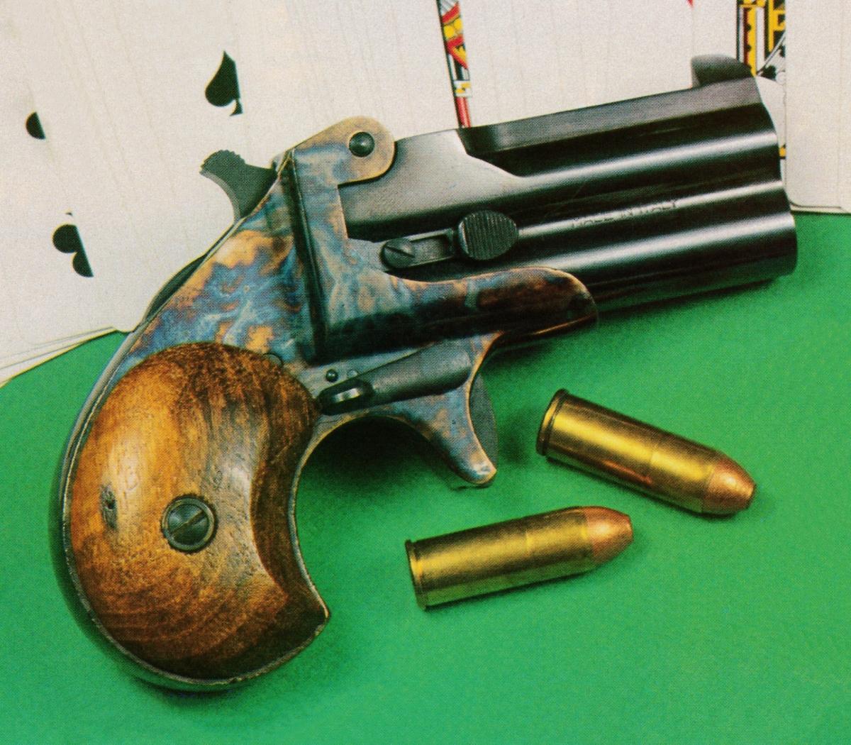 Le célèbre Remington double-derringer, à deux coups en calibre .41 short rimfire, commercialisé à partir de 1866 reste, aujourd'hui encore, le parfait exemple de l'arme de gousset idéale, à la fois puissante et de très petite taille.