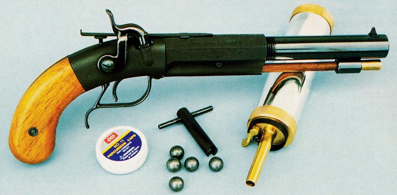 """Plus connue par ses produits d'entretien pour armes, la firme américaine Hoppe""""s a commercialisé cette étonnante réplique du pistolet Single Shot Sidehammer Target fabriqué par Allen & Thurber aux alentours de 1850."""
