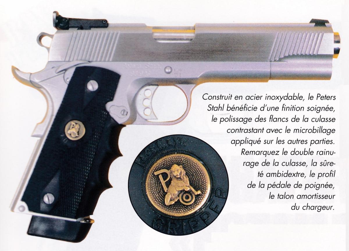 Les plaquettes du pistolet Peters Stahl, en néoprène renforcé par un insert métallique, sont siglées par la firme Pachmayr.