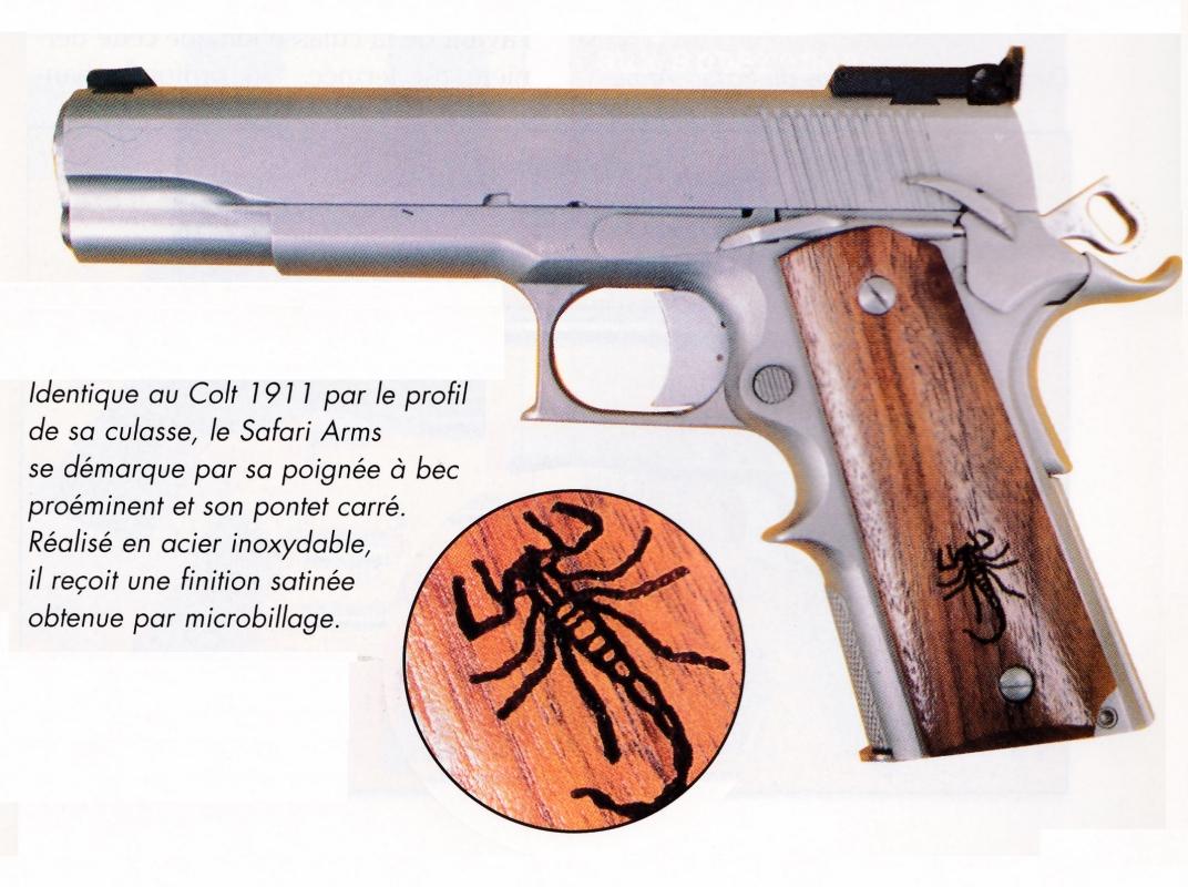 Les plaquettes du pistolet Safari Arms, en noyer lisse, sont ornées d'un dessin pyrogravé représentant un scorpion, emblème de la marque.